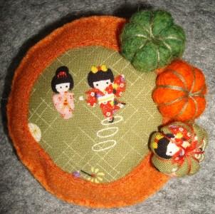 broche kokeshi
